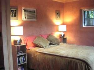 Air conditioning – cool! And great lamps on each side for reading in King bed.